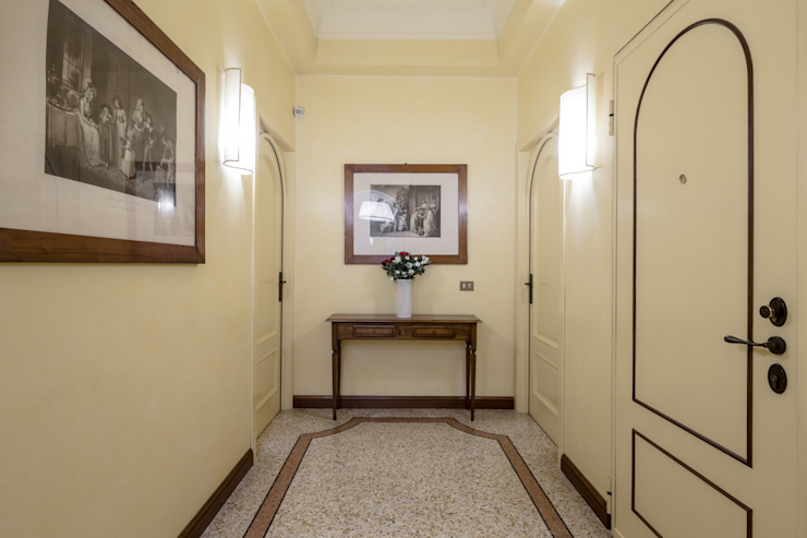 Classic style corridor, hallway and stairs by Architrek Classic