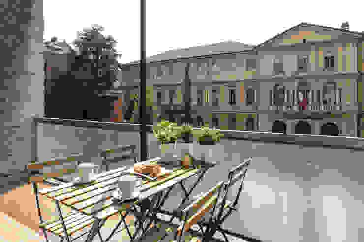 Terrazzo Balcone, Veranda & Terrazza in stile classico di Architrek Classico