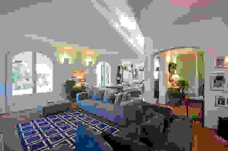 Villa in Brianza Tamara Gerosa Soggiorno classico Grigio