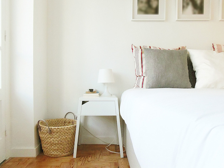 Camera da letto in stile scandinavo di Homestories Scandinavo