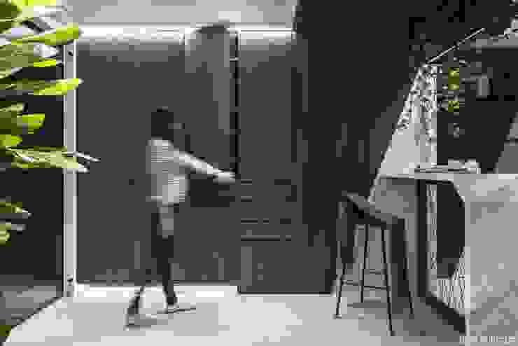高雄 郭宅 現代風玄關、走廊與階梯 根據 橡樹設計Oak Design 現代風