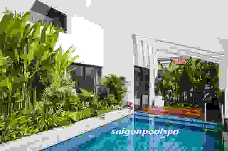 Nowoczesny basen od Công ty thiết kế xây dựng hồ bơi Saigonpoolspa Nowoczesny