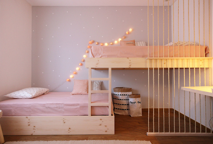 O quarto da Ana e da Margarida Quartos de criança escandinavos por Homestories Escandinavo