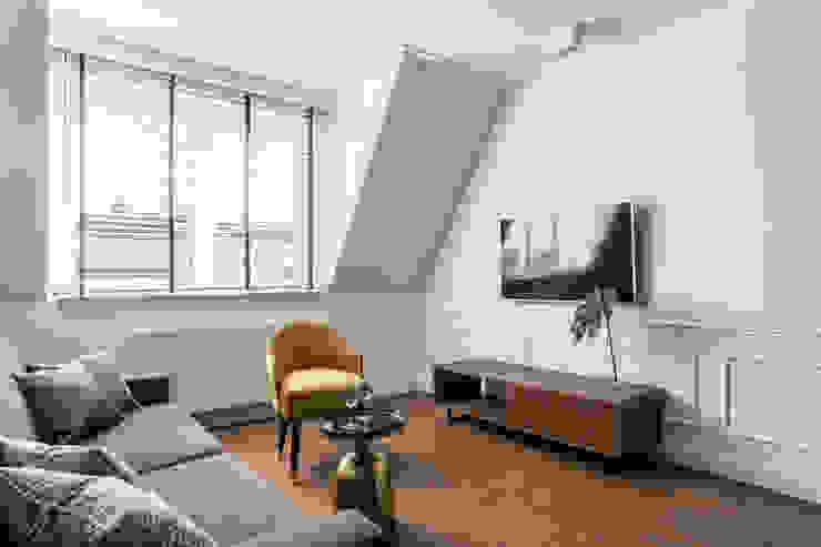 Salon original par Anna Serafin Architektura Wnętrz Éclectique