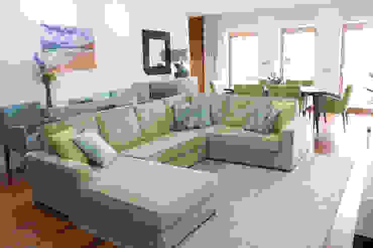 Sala comum_zona de estar Salas de estar modernas por Perfect Home Interiors Moderno Madeira Efeito de madeira