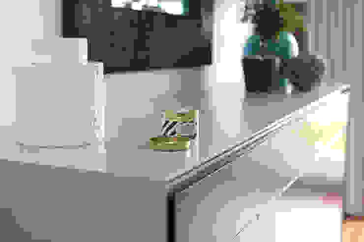 Aparador Sala de jantar por Perfect Home Interiors Eclético Madeira Efeito de madeira