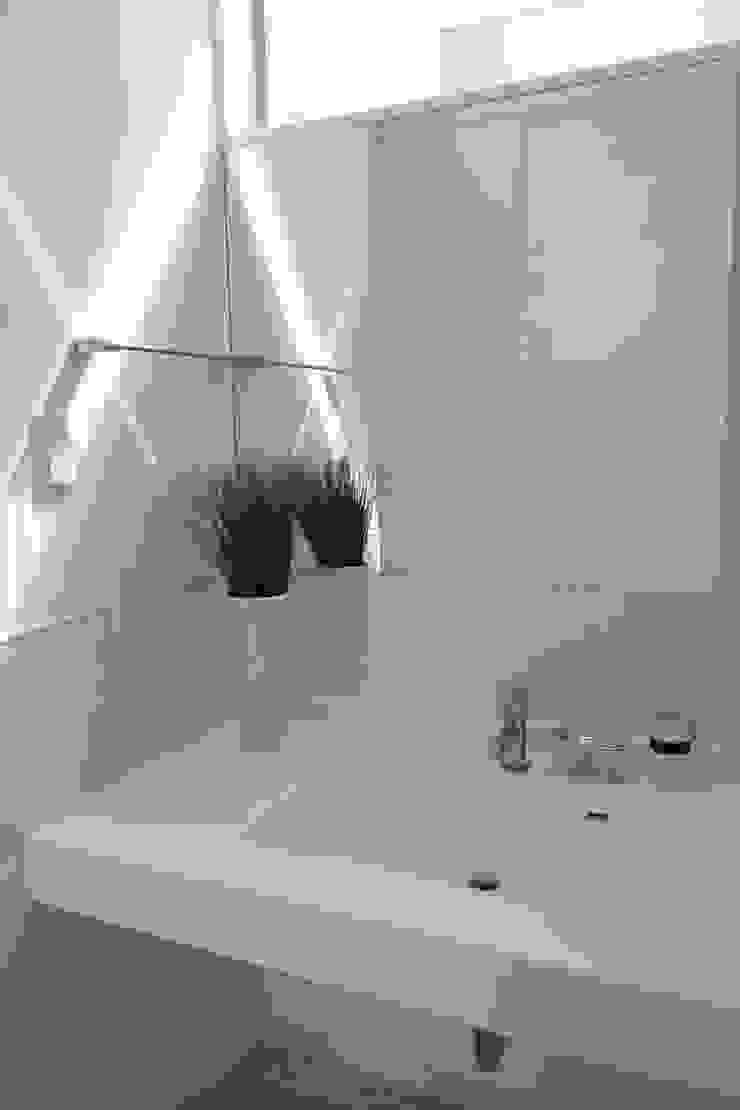 洗面室: Style Createが手掛けた折衷的なです。,オリジナル