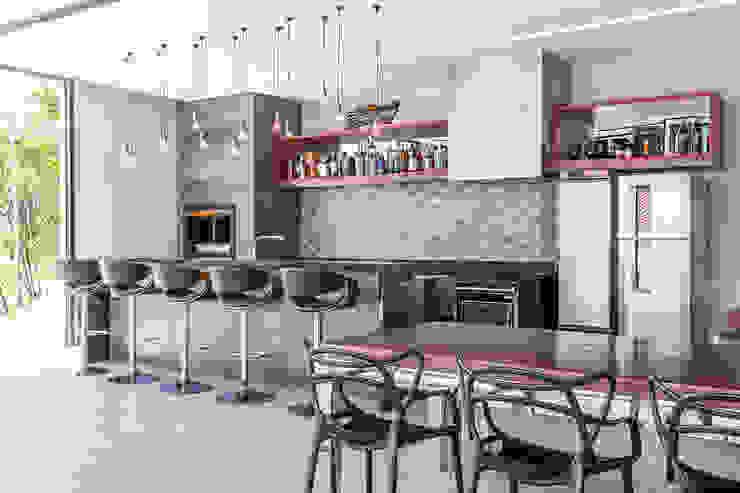 Área de Festas Industrial com Piscina - Projeto Metrik Design - Arquiteto em Balneário Camboriú, Blumenau e Região Metrik Design - Arquitetura e Interiores Cozinhas industriais