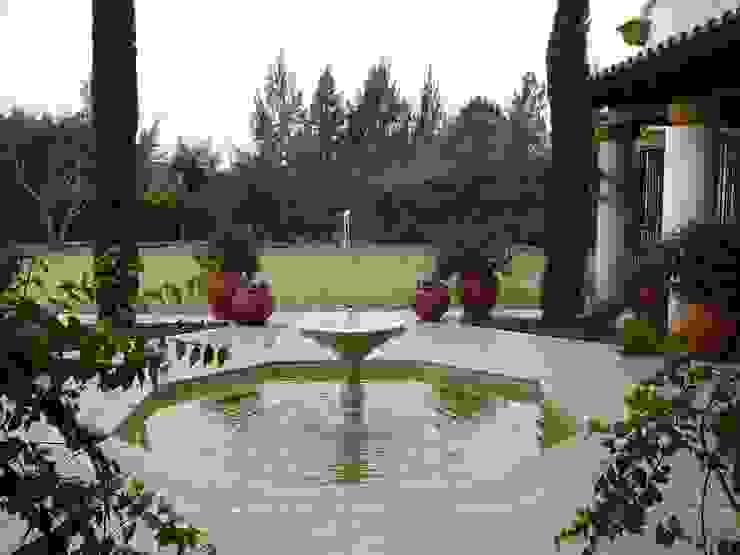 Garden Pond by Estudio Dillon Terzaghi Arquitectura - Pilar, Colonial Ceramic
