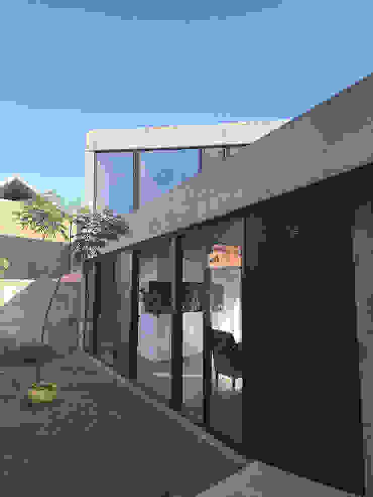 Case in stile minimalista di Horizontal Arquitectos Minimalista Cemento