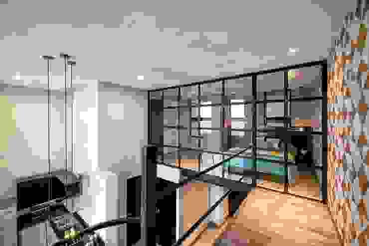 Living room by ESTUDIO TANGUMA, Modern Limestone
