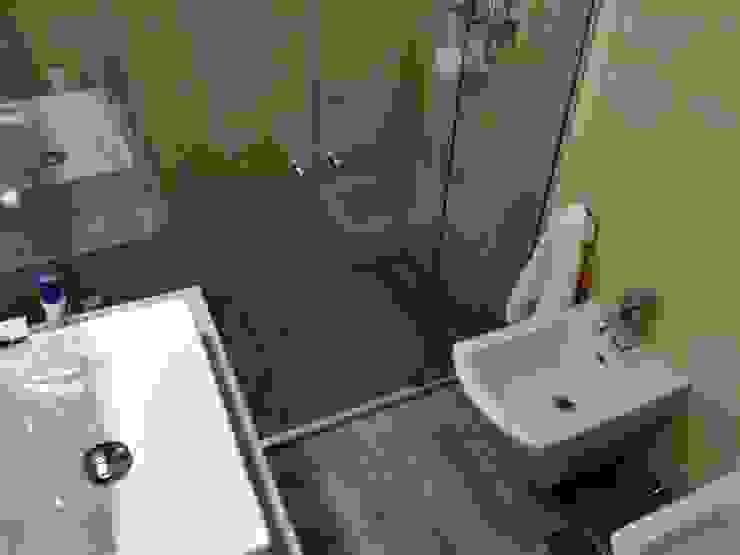 Baños de estilo minimalista de Construye Tu Proyecto Minimalista