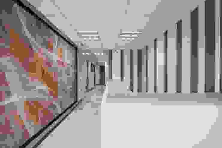 Ruang Studi/Kantor Modern Oleh ESTUDIO TANGUMA Modern Keramik