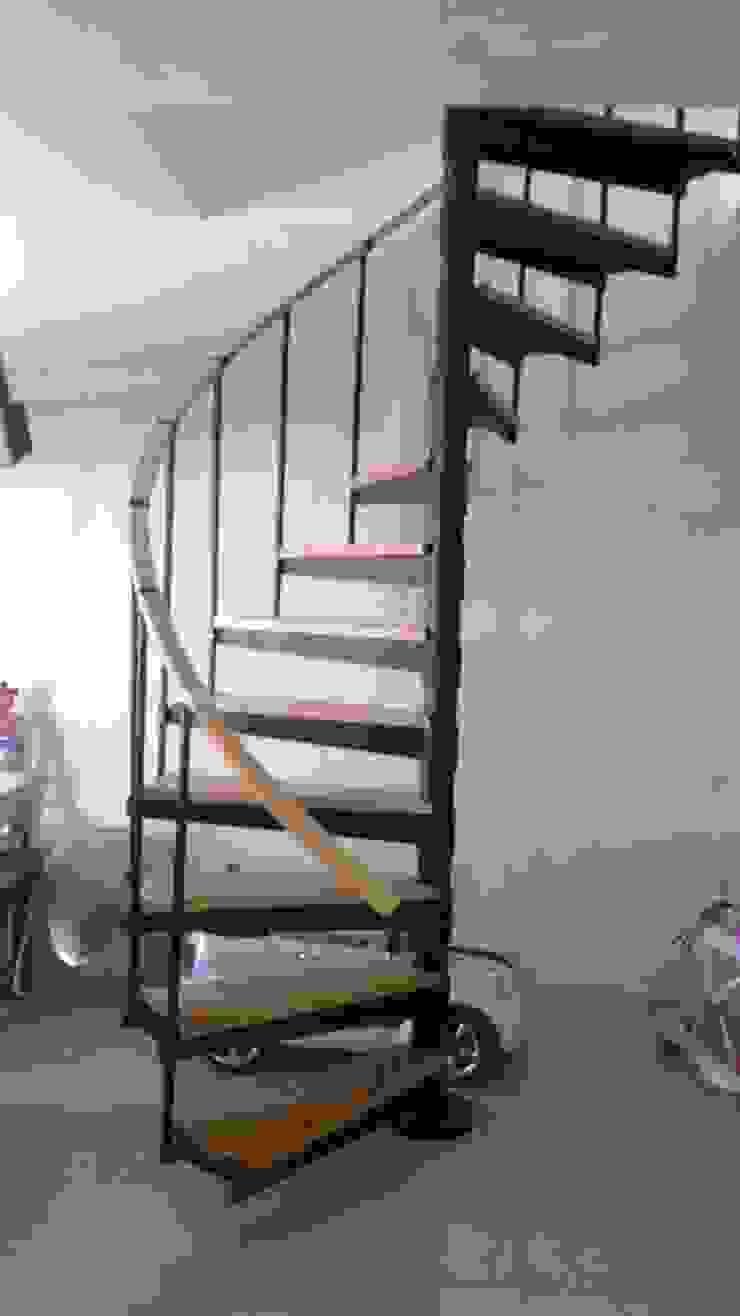 Escalera en caracol modelo SIDNEY de HELIKA Scale Moderno Hierro/Acero