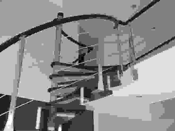 Escalera en caracol modelo NUEVA YORK de HELIKA Scale Minimalista Hierro/Acero