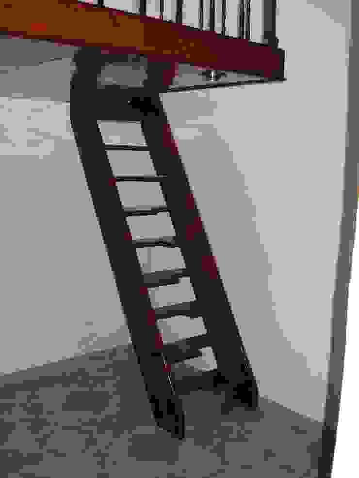 Escalera recta modelo VENECIA de HELIKA Scale Moderno Madera Acabado en madera