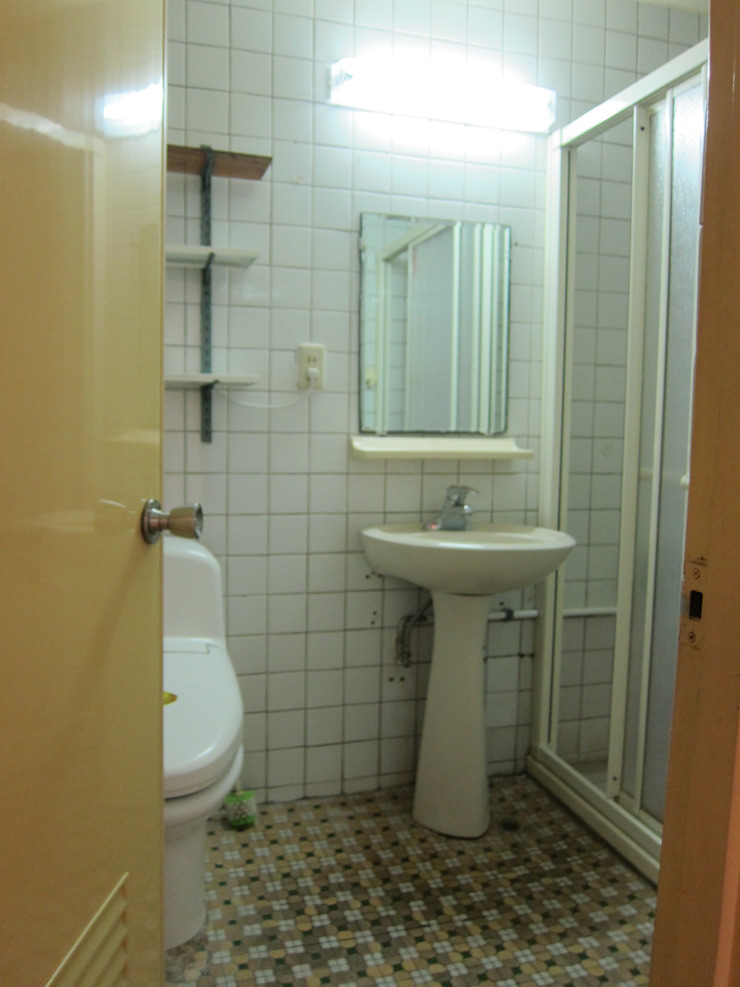 共用衛浴Before 以恩室內裝修設計工程有限公司