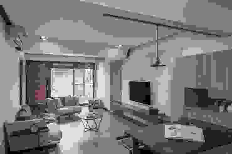 溯光質樸 现代客厅設計點子、靈感 & 圖片 根據 知域設計 現代風