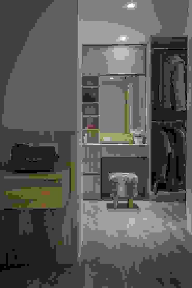 Спальня в стиле модерн от 知域設計 Модерн
