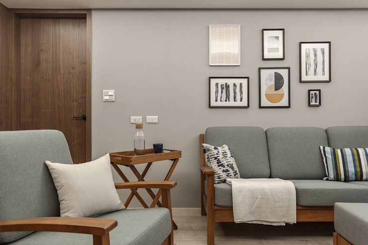 老有所依 现代客厅設計點子、靈感 & 圖片 根據 知域設計 現代風