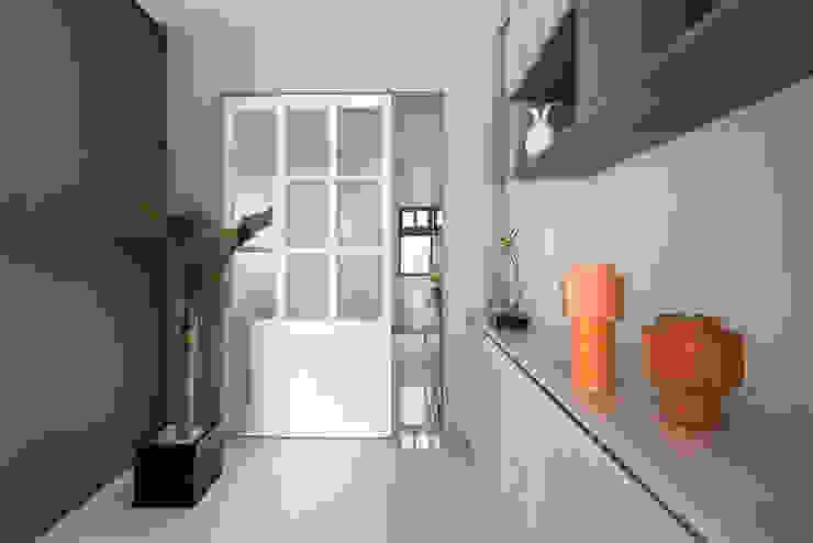 蘭陽鄉旅 現代風玄關、走廊與階梯 根據 知域設計 現代風