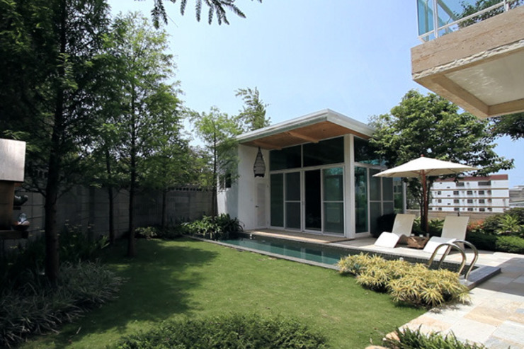 白色鋼構木屋 根據 大桓設計顧問有限公司 簡約風 金屬