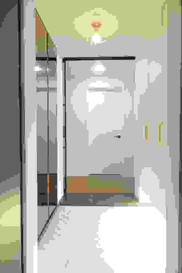 동탄2 예미지 아파트인테리어 스칸디나비아 복도, 현관 & 계단 by N디자인 인테리어 북유럽