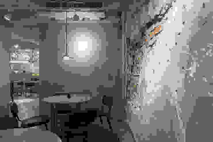 Dining area 根據 湜湜空間設計 隨意取材風 水泥