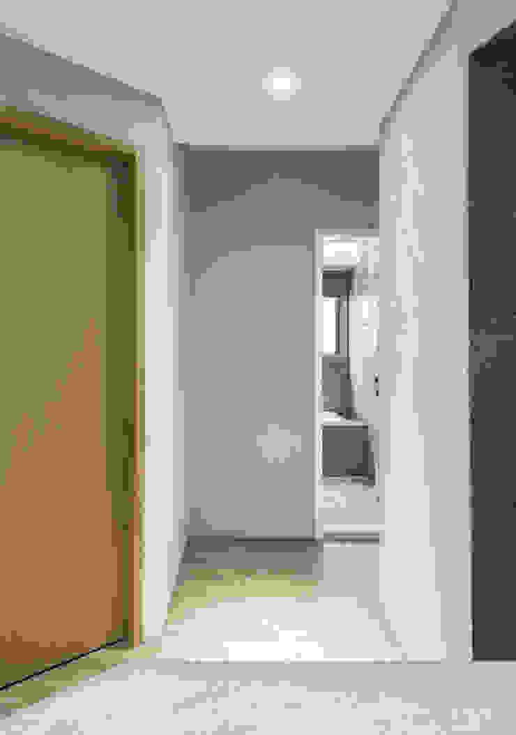 Walkway 隨意取材風玄關、階梯與走廊 根據 湜湜空間設計 隨意取材風