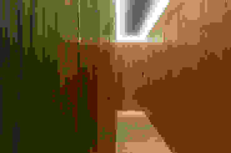 Walkway 隨意取材風玄關、階梯與走廊 根據 湜湜空間設計 隨意取材風 木頭 Wood effect