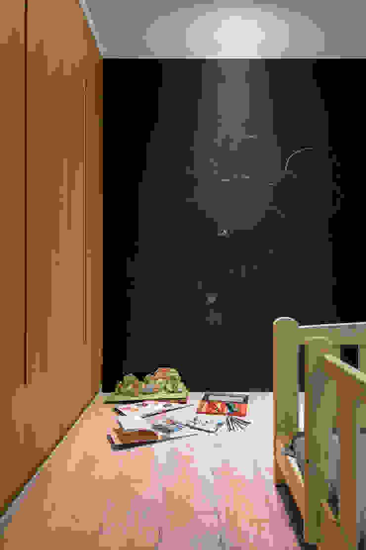 Kid's bedroom 根據 湜湜空間設計 隨意取材風