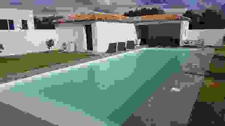 Modern Pool by Oplus piscines Modern Reinforced concrete