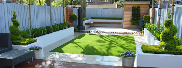 Minimalist Garden by Landscaper in London Сучасний