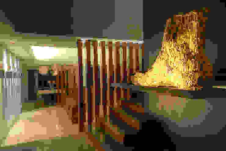 Interiorismo. Pasillos, vestíbulos y escaleras modernos de Stuen Arquitectos Moderno Madera Acabado en madera