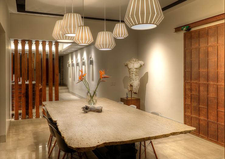 Modern dining room by Stuen Arquitectos Modern Stone