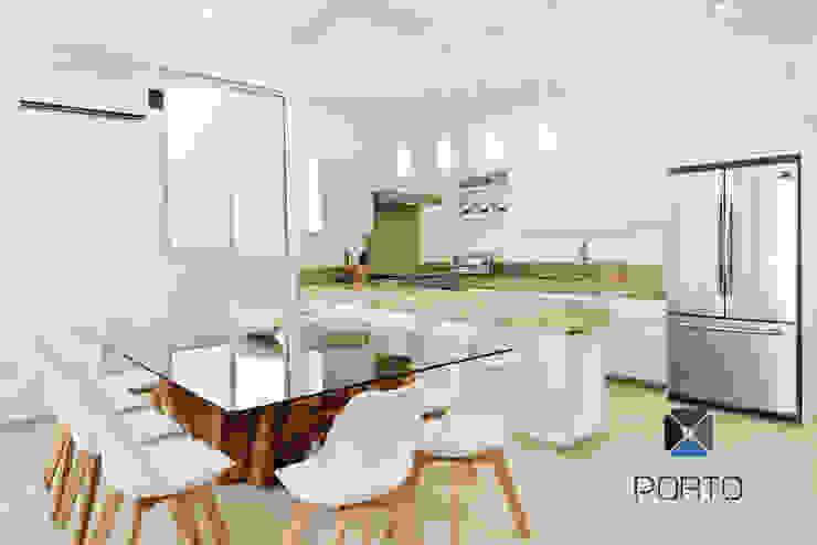 Ruang Makan Gaya Mediteran Oleh PORTO Arquitectura + Diseño de Interiores Mediteran