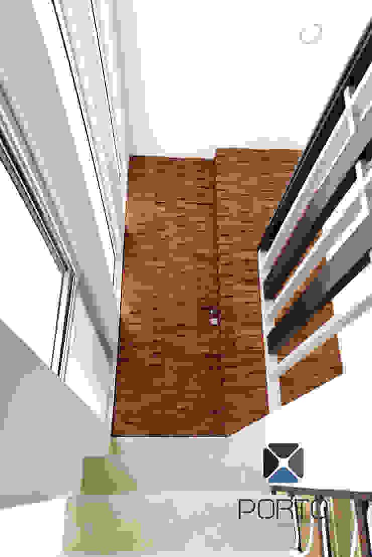 Koridor & Tangga Gaya Mediteran Oleh PORTO Arquitectura + Diseño de Interiores Mediteran