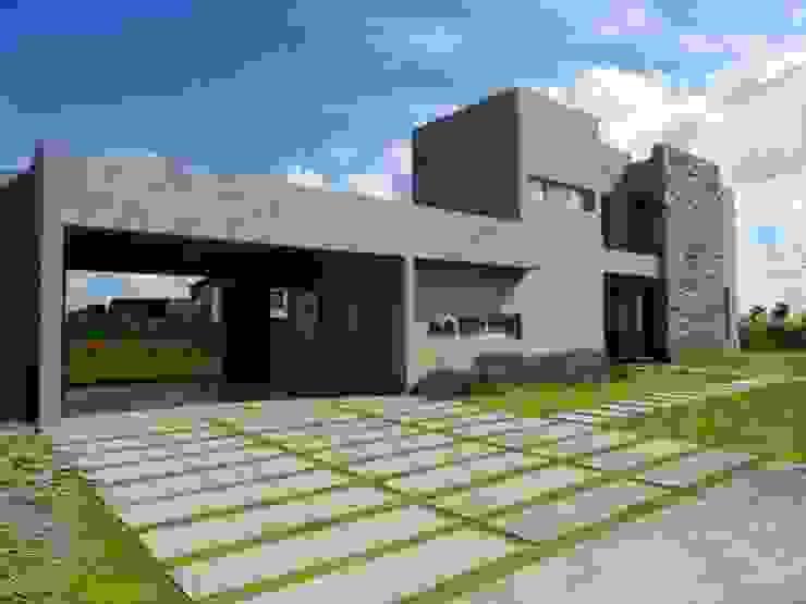 Casa minimalista en San VIcente de Estudio Dillon Terzaghi Arquitectura - Pilar Minimalista Piedra