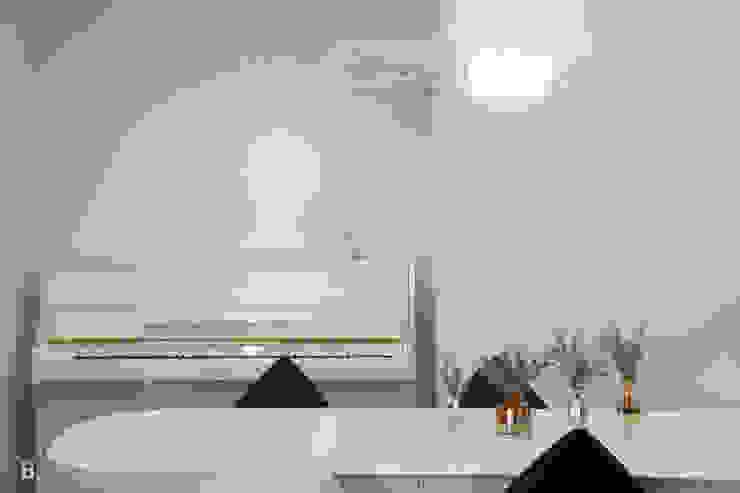 Pure White in Dining room 모던스타일 다이닝 룸 by B house 비하우스 모던