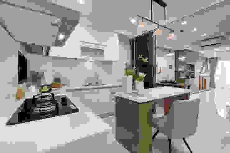 Built-in kitchens by 騰龘空間設計有限公司