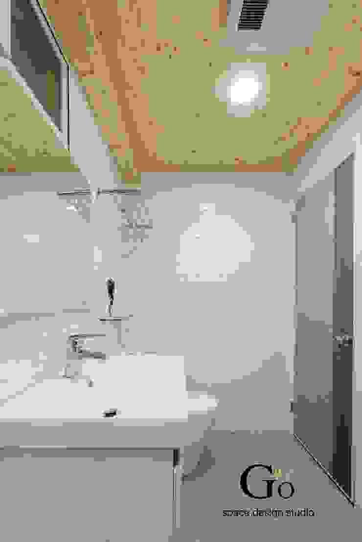台北中和W宅 現代浴室設計點子、靈感&圖片 根據 勁懷設計 現代風