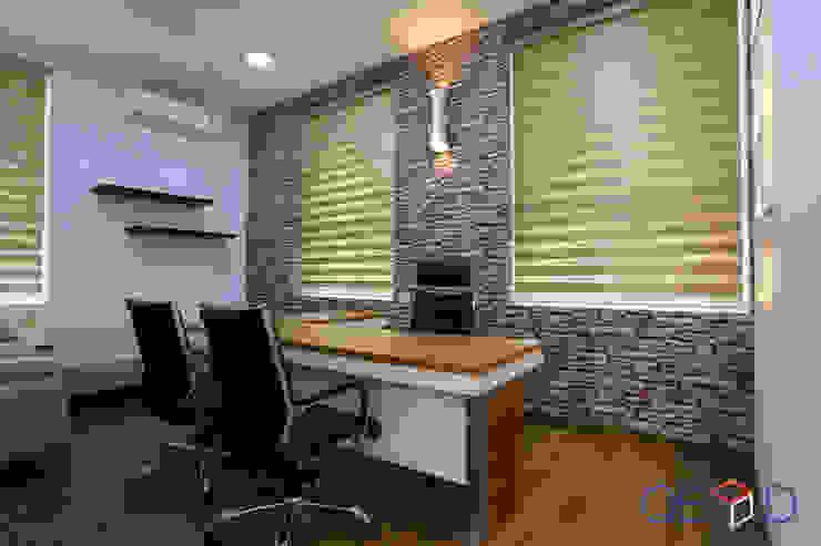 QBOID DESIGN HOUSE Edificios de Oficinas Marrón