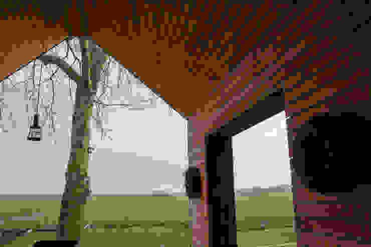 Veranda Nico Dekker Ontwerp & Bouwkunde Moderne balkons, veranda's en terrassen Hout Zwart