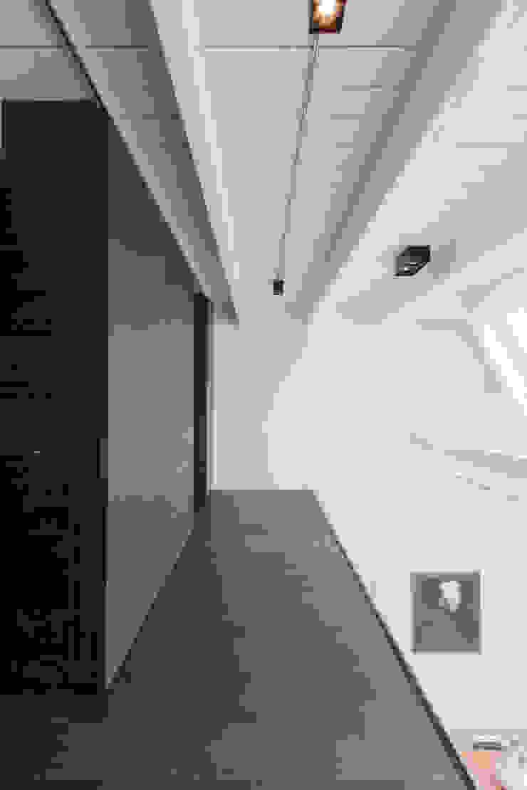luxe maisonette in de Pijp - Bas Vogelpoel Architecten Amsterdam Moderne gangen, hallen & trappenhuizen van Bas Vogelpoel Architecten Modern Hout Hout