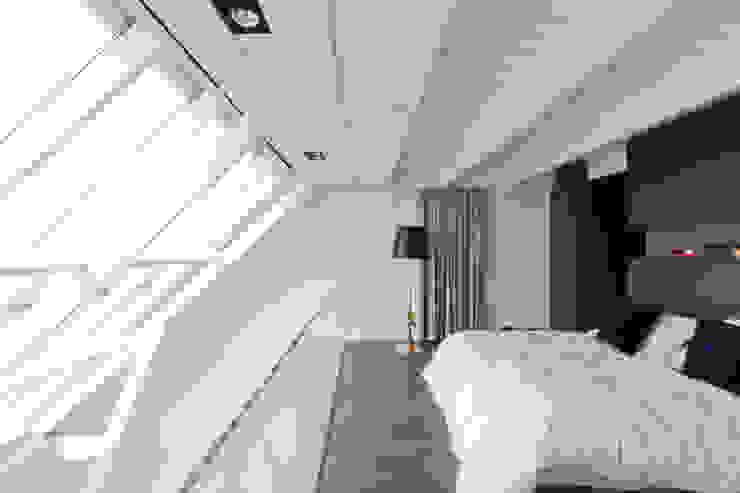 luxe maisonette in de Pijp - Bas Vogelpoel Architecten Amsterdam Moderne slaapkamers van Bas Vogelpoel Architecten Modern