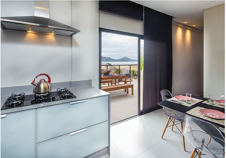 ALA Arquitetura e Interiores Built-in kitchens Glass Grey