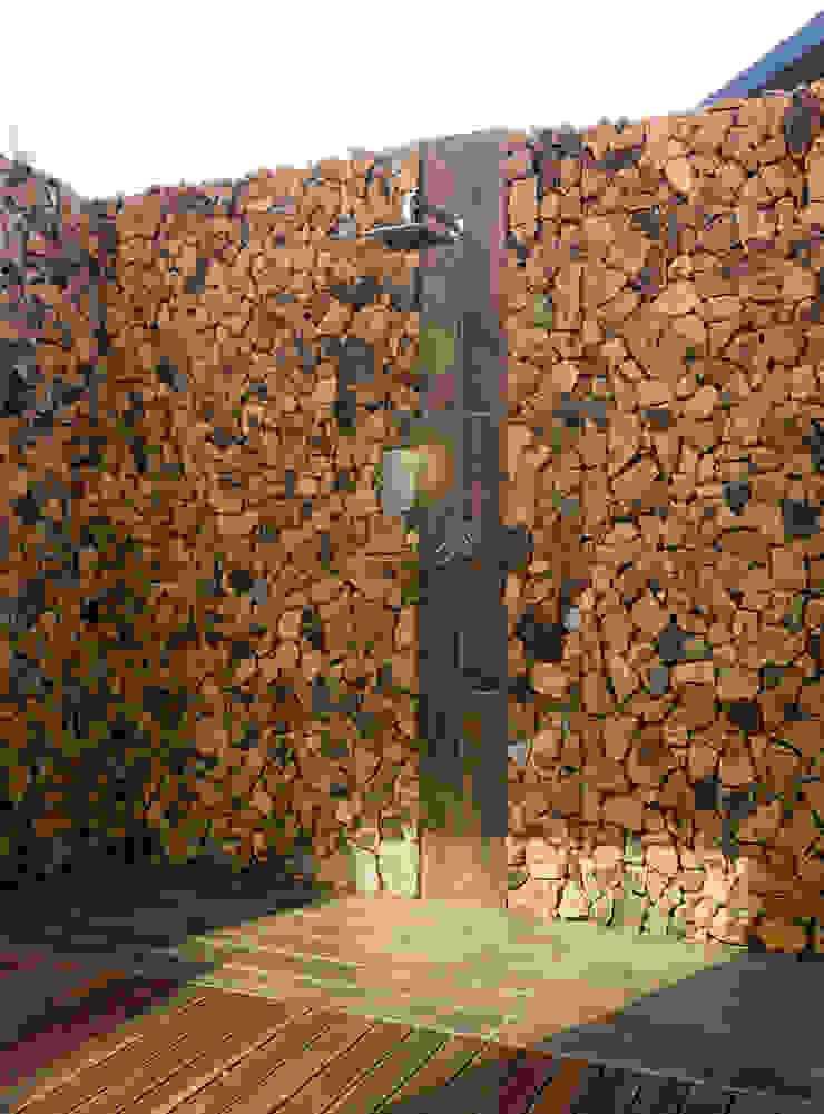 Outdoor shower Modern bathroom by Hugo Hamity Architects Modern