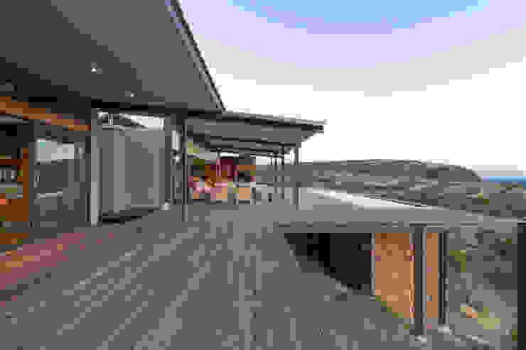 Deck Modern houses by Hugo Hamity Architects Modern