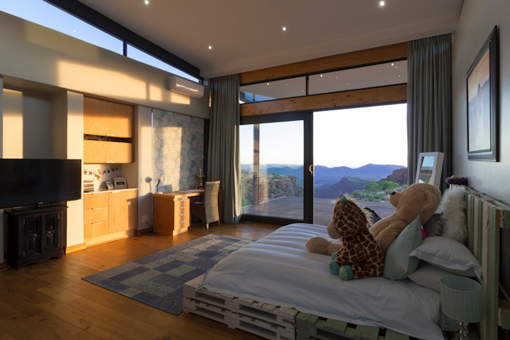 Girls bedroom Modern style bedroom by Hugo Hamity Architects Modern