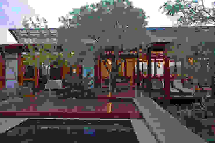 Entertainment area by Hugo Hamity Architects Modern